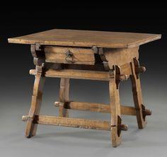 TABLE DE CHANGEUR Suisse alémanique- XV ème siècle H :172 cm - L :143 cm - P : 57cm La table de changeur est devenue sédentaire. Elle repose sur deux larges pieds découpés, obliques, reliés deux à deux… - Aguttes - 05/11/2015