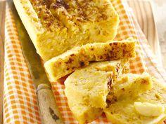 Mikrogolf Mieliebrood 4 eiers 125 ml (½ k) melk 125 ml (½ k) suiker knippie sout 250 ml k) mieliemeel 30 ml e) koekmeel 7 ml t) bakpoeier 1 blik g) suikermielies 1 blik g) pitmielies, gedreineer 30 ml e) olie paprika Sp. Microwave Recipes, Baking Recipes, Snack Recipes, Snacks, Yummy Recipes, Cake Recipes, Ma Baker, Corn In The Microwave, Buttery Biscuits