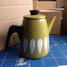 Wrapping this lovely #cathrineholm coffee pot to send it off to Macau....I don't know where it is either, but somewhere near China I am told! #worldwideshipping #vintage #olivegreen #wintersmoon