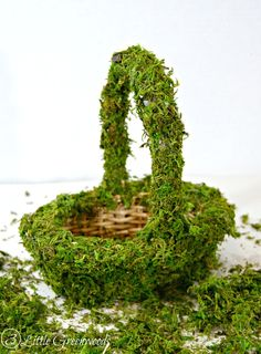 Moss Covered Basket ~ Simple DIY Easter Basket! Perfect for an Easter Tablescape! http://www.3littlegreenwoods.com