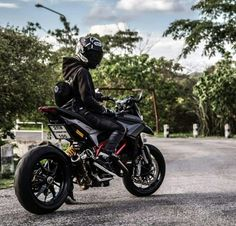 Ducati Ducati Hypermotard, Ducati Scrambler, Motorcycle Style, Motorcycle Outfit, Honda Motorcycles, Cars And Motorcycles, Photo Pour Instagram, Offroader, Motocross Bikes