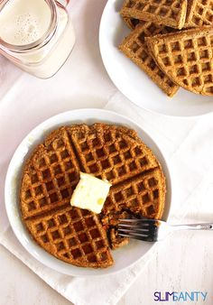 Whole wheat carrot waffles - a healthy breakfast you can take on the go! | slimsanity.com
