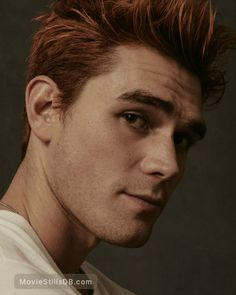 A gallery of Riverdale publicity stills and other photos. Apa, Lili Reinhart, Camila Mendes, Cole Sprouse and others. Riverdale 2017, Kj Apa Riverdale, Riverdale Cast, Archie Andrews Riverdale, Riverdale Archie, Aj Kapa, James Fitzgerald, Redhead Men, Ginger Men