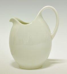 Jug by Nora Gulbrandsen for Porsgrund Porselen. Cheese Dome, Lunch Boxes, Nordic Design, Modern Classic, Linens, Jars, Bowls, Addiction, Porcelain