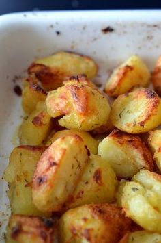 Roasted potatoes are the perfect accompaniment to their roast beef, cru . - Starters and rice dishes - potato al horno asadas fritas recetas diet diet plan diet recipes recipes New Recipes, Real Food Recipes, Cooking Recipes, Favorite Recipes, Healthy Recipes, Potato Recipes, Carne Asada, Yummy Veggie, Whole 30 Vegan