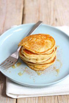 Lekker en Simpel uploaded this image to See the album on Photobucket. Pancakes Muesli, Yogurt Pancakes, Delicious Dinner Recipes, Yummy Food, Weigt Watchers, Crepes, Healthy Snacks, Healthy Recipes, Galette