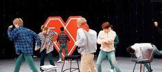 imagines with exo Yixing Exo, Kyungsoo, Baekyeol, Chanbaek, Exo Variety Shows, Exo 12, Exo Memes, Korean Bands, Park Chanyeol