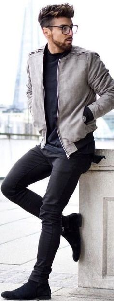 Summer look for men. Casual bomber jacket with black jeans and suede chelseas Summer look for men. Casual bomber jacket with black jeans and suede chelseas Summer Looks For Men, Casual Look For Men, Casual Jackets For Men, Men Casual Styles, Traje Casual, Mode Man, Style Masculin, Mens Fashion Blog, Mens Fashion 2018
