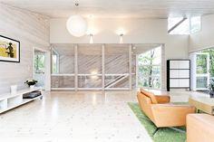 FINN – NESØYA- Arkitekttegnet enebolig med båtplass og stor solrik tomt på 1527 kvm. Eget utleiehus i hagen og dobbel garasje.