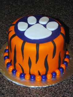 tiger stripe one tier with tiger paw