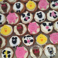 Farmyard Cupcakes www.sweetsecretsdubai.com Cartoon Cupcakes, Buttercream Cupcakes, Farm Yard, Dessert Bars, Cookies, Desserts, Drink, Food, Sugar