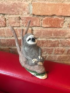 Needle Felted Animals, Felt Animals, Needle Felting, Baby Sloth, Cute Sloth, Pictures Of Sloths, Felt Gifts, Quirky Gifts, Amigurumi