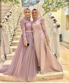65 Ideas wedding party outfits friends for 2019 Muslim Evening Dresses, Hijab Evening Dress, Muslim Dress, Evening Gowns, Evening Party, Hijab Prom Dress, Muslimah Wedding Dress, Muslim Wedding Dresses, Prom Dresses