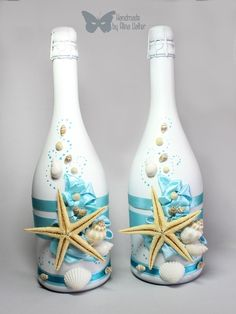Bottles painted with ocean theme and shell adornments. Bottles painted with ocean theme and shell adornments. The post Bottles painted with ocean theme and shell adornments. appeared first on Crafts. Glass Bottle Crafts, Wine Bottle Art, Painted Wine Bottles, Diy Bottle, Wine Bottles Decor, Decorative Wine Bottles, Glass Bottles, Seashell Art, Seashell Crafts
