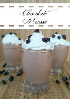 Chocolate Mousse - Simple light and creamy chocolate mousse dessert. Prepared and ready to eat in about an hour. Köstliche Desserts, Chocolate Desserts, Delicious Desserts, Dessert Recipes, Yummy Food, Chocolate Mouse, Decadent Chocolate, Bon Dessert, Dessert Aux Fruits