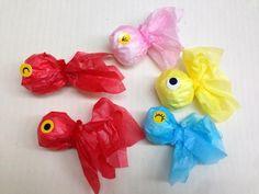 使う材料は、お花紙とティッシュだけ!とっても簡単で、魚つりごっこやお部屋の飾りなど幅広い楽しみ方ができる製作あそび。スイスイ、プカプカ…どこを泳がせようかな♪