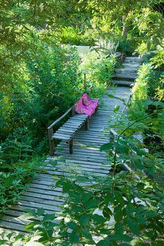 Les détails sur notre jardin atypique, mystérieux et écologique situé dans les Cévennes, Gard.