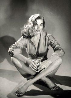 5 Swedish Bombshells Worth Celebrating: From Greta Garbo to Ingrid Bergman – Vogue - Anita Ekberg Old Hollywood Glamour, Vintage Hollywood, Hollywood Stars, Classic Hollywood, Old Hollywood Actresses, Divas, Anita Ekberg, Swedish Actresses, Italian Actress