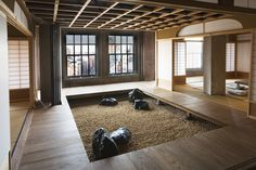 Japanese styled loft apartment, New York City. Designed by Joinery Structures / Paul Discoe, Oakland CA. Japanese Architecture, Interior Architecture, Interior And Exterior, Indoor Zen Garden, New Yorker Loft, Ny Loft, Zen Style, Japanese Interior, Meditation Space