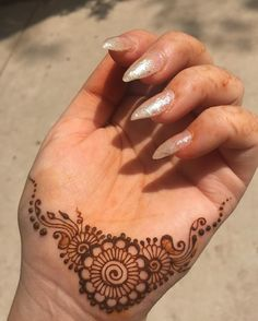 This was the only clean space I had on my hand 😂 my hands always have little henna stains on them 😁 Cute Henna Designs, Finger Henna Designs, Stylish Mehndi Designs, Mehndi Designs For Fingers, Mehndi Art Designs, Beautiful Henna Designs, Henna Tattoo Designs, Finger Mehndi Design, Henna Flower Designs