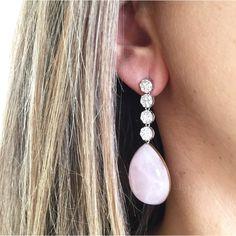 397ba05cd1f1 Pendientes de plata de 1ª Ley con cuatro rosetones cuajados de zirconitas y  cuarzo rosa La