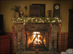 A country Christmas love this mantle! Christmas Fireplace, Christmas Mantels, Primitive Christmas, Country Christmas, Little Christmas, Winter Christmas, Vintage Christmas, Christmas Stockings, Christmas Crafts