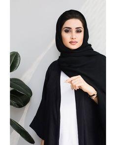 """اكتشفي مزايا مجموعة المصممة الاماراتية ياسمين الملا لشهر رمضان المبارك في مقابلة خاصة على موقع """"هي"""" قسم مصممو أزياء @ynmdubai #hiafashion #hiamag #ynm #موضة #ازياء"""