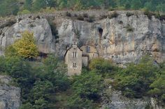 Gorges du Tarn- one of the houses that seem impossible to access let along live in.