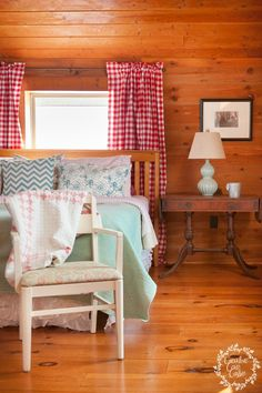 Tour this beautiful, hand-built home and see some beautiful Cabin Bedroom Decor by Cain Creative Cabin.