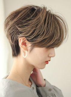 Tomboy Hairstyles, Pixie Hairstyles, Pixie Haircut, Straight Hairstyles, Hair Inspo, Hair Inspiration, Straight Eyebrows, Asian Short Hair, Japanese Short Hair