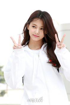 Kpop Girl Groups, Kpop Girls, Tzuyu Body, Tzuyu Wallpaper, Archery Girl, Sana Momo, Chou Tzu Yu, Tzuyu Twice, Cute Faces