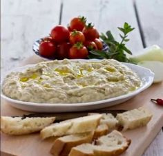 Romanian eggplant cream is incredibly delicious dip or spread. Here you will find the original recipe for the famous Salata de vinete. - Food and Drink Side Recipes, Greek Recipes, Sicilian Recipes, Romanian Food, Tasty, Yummy Food, India Food, Appetizer Dips, Vegan Snacks
