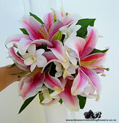 I absolutely LOVE stargazing lilies! I want them in my wedding bouquet 🙏💘💐👰