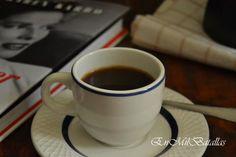 Una tacita de café fortaleza http://enmilbatallas.com/2013/10/28/pudin-rustico-de-cafe-y-chocolate-y-cafes-fortaleza/