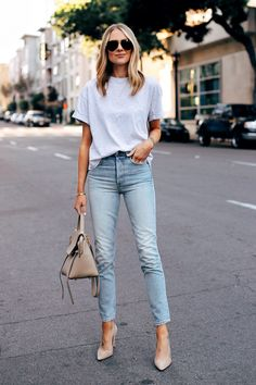 Jeans and heels outfit Jeans and heels outfit Moda Outfits, Jean Outfits, Casual Outfits, Casual Heels Outfit, Heels Outfits, Outfit Jeans, Look Fashion, Fashion Outfits, Jeans Fashion