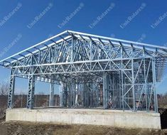 Portfolio of The Lightweight Steel Structures Factory - UnicRotarex®. Steel houses and industrial buildings done by our technology in the entire world. Metal Garage Buildings, Metal Garages, Steel Frame House, Steel House, Steel Framing, Iron Gate Design, Steel Frame Construction, Roof Trusses, Container House Plans