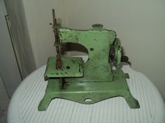 Machines coudre ancienne machine a coudre gritzner for Machine a coudre 1950