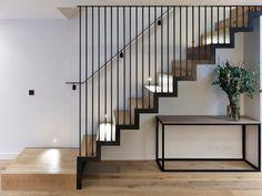 Modern Stair Railing, Stair Railing Design, Home Stairs Design, Metal Stairs, Staircase Railings, Interior Stairs, Banisters, Modern House Design, Modern Stairs Design