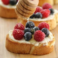 Berry and Mascarpone Crostini - toasted french bread with mascarpone cheese and topped with fresh berries and honey