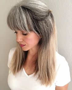1 year and counting since my last hair appointment. The dye line is getting longer (slowly). Silver Grey Hair, Long Gray Hair, White Hair, Hairstyles Haircuts, Trendy Hairstyles, Color Ceniza, Grey Hair Over 50, Grey Hair Inspiration, Grey Hair Don't Care