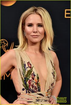 Kristen Bell Looks Fab in Floral on the Emmys 2016 Red Carpet!: Photo #3763736…