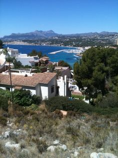Het prachtige Moraira in Spanje. Heerlijk genoten daar!! Travel Around The World, Around The Worlds, Moraira, Alicante, Mansions, House Styles, Home Decor, Decoration Home, Manor Houses