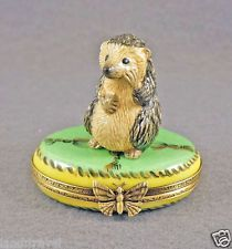 NEW HAND PAINTED AUTHENTIC FRENCH LIMOGES BOX HEDGEHOG ON GREEN BOX WITH GOLD