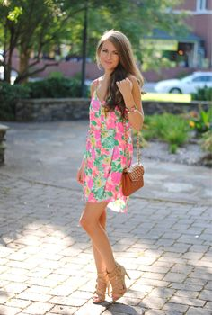 You can always wear summer outfits that can replace your spring outfits. In fact, here is a list of some great summer outfits to replace your spring pieces: Outfits For Teens, Cute Outfits, Summer Outfits, Summer Clothes, Summer Dresses, Preppy Style, My Style, Southern Curls And Pearls, Moda Formal