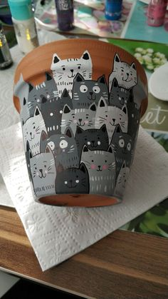 DIY - my Silvercrest Lidl sewing machine cover - Little cats painted on flower pots The Effective Pictures We Offer You About garden inspiratie A q - Cat Crafts, Diy And Crafts, Crafts For Kids, Arts And Crafts, Resin Crafts, Resin Art, Painted Flower Pots, Painted Pots, Decorated Flower Pots