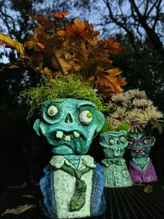 DIY Zombie Head Planters are made with CelluClay paper mache and are SO spooky and adorable! Get the full tutorial here. Zombie Crafts, Halloween Arts And Crafts, Halloween Projects, Diy Halloween Costumes, Diy Arts And Crafts, Fall Crafts, Pirate Costumes, Halloween Zombie, Halloween Trees