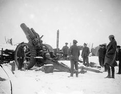 MINISTRY INFORMATION FIRST WORLD WAR OFFICIAL COLLECTION (Q 4701)   An 8-inch Mark V howitzer in the snow. Pozieres, February 1917. 20th Siege battery, R.G.A.
