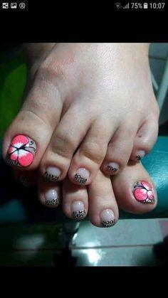 Summer Toe Nails, Toe Nail Designs, Pedicure Nails, Love Nails, Veronica, Class Ring, Finger, Toenails Painted, Pretty Nails