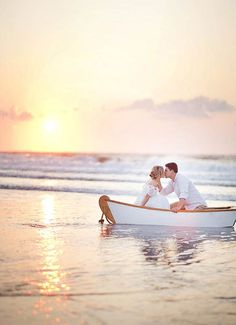 Engagement Portrait Photography: 30 Interesting Location Ideas | Wedding Photography Design