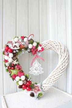 love the pinks, greens and white.great contrast and just plain pretty Christmas Makes, Christmas Mood, Merry Little Christmas, Noel Christmas, Homemade Christmas, All Things Christmas, Christmas Ornaments, Deco Floral, Christmas Wonderland